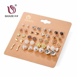 Wholesale DANZE Pairs Punk Fashion Stud Earrings Set For Women Elegant Mixed Crystal Flower Bow metal Ball Earings Jewelry Styles