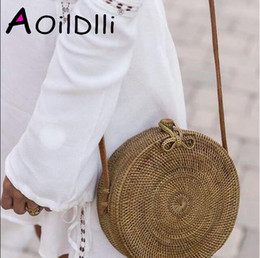 $enCountryForm.capitalKeyWord NZ - INS Popular 2018 Hot Sale Vietnam Hand Woven Bag Round Rattan Straw Bags Bohemia Style Beach Circle Bag Free Shipping