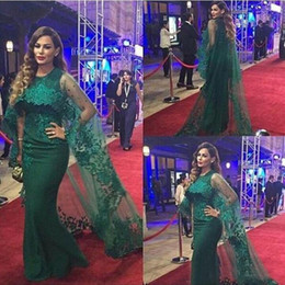 long short dresses emerald green 2020 - Vintage Lace Emerald Green Evening Dresses with Capes 2019 Arabic Mermaid Chiffon Tulle Applique Beaded Long Party Celeb