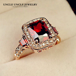 Hotselling Rose Color de Oro Corte Perfecto Rectángulo Cristal Rojo Cristal Austriaco Dama de Lujo Anillo de Dedo Al Por Mayor Regalos de Navidad 18krgp