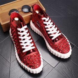 Venta al por mayor de Diseño de marca de moda para hombre zapatos rojos spikes alto top zapatillas de deporte calzado con cordones zapatos al aire libre para los hombres 13D50