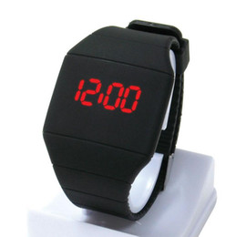 Venta al por mayor de Unisex mens mujeres estudiantes cuadrados diseño de la cara deporte caucho digital táctil led relojes moda niños niños relojes de pulsera al aire libre