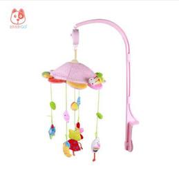 Rã Coruja Do Bebê Rotativa Música Chocalho Brinquedos de Pelúcia Rosa Dos Desenhos Animados Cama Móvel Bells Music Box Brinquedos Pendurados para Crib Carrinhos de Berços