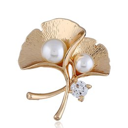 wholesale rhinestone brooches UK - Hot selling alloy Ginkgo plant leaf shape brooches women fashion jewelry pings high quality crystal rhinestone women Pins Brooches