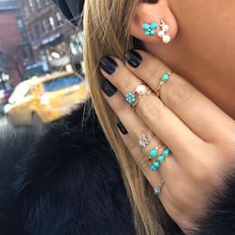 3e9d38e77006 H  HYDE Juegos de anillos de flores bohemias Pendientes para mujeres  Vintage Retro Color plata Mariposa Azul Piedra Pendientes de tuerca  Conjunto de joyas