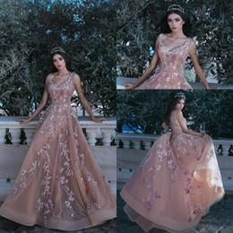 5cc689191 Hermosa rosa flores apliques con cuentas árabe Dubai vestidos de noche 2018  La más nueva con cuello en v una línea tul Celebrity larga desfile Prom  Vestidos