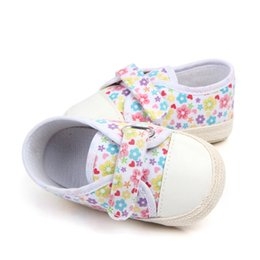 baby floral canvas shoes 2019 - 2018 Fashion New Autumn Floral Canvas Baby Shoes Girls First Walkers Newborn Shoes 0-18M First Walkers cheap baby floral