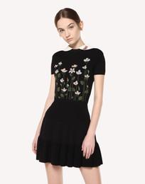 5ea29b96e6e Итальянское красное черное цветочное вязаное платье в стиле интарсии Питер  Пэн с коротким рукавом и коротким рукавом платье