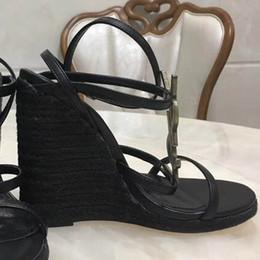 Gold wedGe flip flop sandals online shopping - 2018 Slides Summer Luxury Designer Beach Indoor Flat G Sandals Slippers House Flip Flops With Spike sandal35