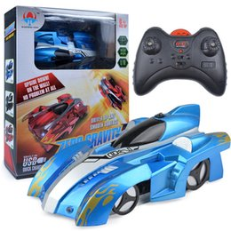 Wireless Controller Battery Canada - [ TOP] Electric remote control wall climbing car wireless electric RC cars model toy Children driver up any smooth surface car