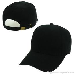 Moda en blanco liso Strapback Caps negro blanco rosado rojo colores  sombreros hombres mujeres deporte Snapback verano Visera de sol gorra de  béisbol Hip Hop ... f1d9c8ba25a
