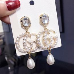 Ingrosso Orecchini a perno in argento S925, orecchini con perle a lettera G, accessori da donna, accessori moda all'ingrosso