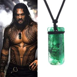 $enCountryForm.capitalKeyWord Australia - Movie Superhero Aquaman Green Necklace Mens Justice League Mysterious Power Pendant Cosplay Superhero Aquaman Maori Resin Neckalce
