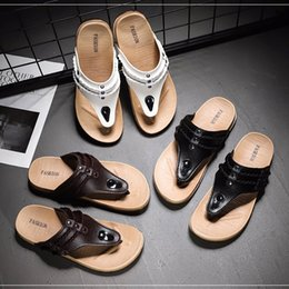 $enCountryForm.capitalKeyWord Australia - The latest designer shoes men flip flop designer sandals designer sandals comfortable soft-soled slippers beach slides flip flops