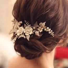 $enCountryForm.capitalKeyWord Australia - Handmade White Flower Bride Hair Combs Tiaras Crystal Gold Bridal Hair Sticks For Wedding Evening Hair Accessories