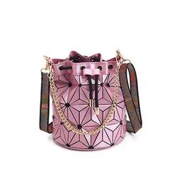Venta al por mayor de Venta caliente Diseñador de la marca bolso monedero Bolsos geométricos de alta calidad Cadena a cuadros Hombro Crossbody bolsas Laser BaoBao Diamond Bag