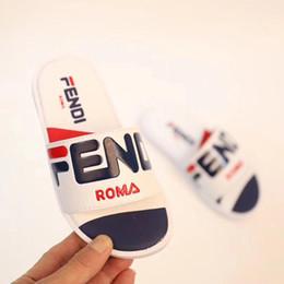 Опт 2019 новейшие детские спортивная обувь дети удобные минималистский стиль тапочки мальчик девочка пляжная обувь Chaussures для детей YEE-A1