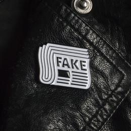 805583fd0f42 Мультфильм поддельные броши экзаменационная бумага эмаль Pin для детей  отворотом Pin шляпа / сумка булавки джинсовая куртка рубашка женщины брошь  знак