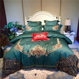 Discount royal blue bedding - Green Red Blue Luxury 100S Egyptian Cotton Royal Embroidery European Palace Bedding Set Duvet Cover Bed sheet Linen Pill