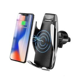 Автомобильное беспроводное зарядное устройство для iPhone Xs Max Xr X Samsung Интеллектуальный инфракрасный быстрая беспроводная зарядка Автомобильный держатель телефона на Распродаже