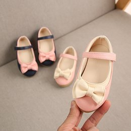 Year boYs casual shoes online shopping - 2019 New bowknot princess shoes to year old fashion baby girls casual shoes non slip soft newborn walking high quality