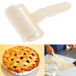 baking roller Australia - Large Pie Pizza Cookie Cutter Pastry Plastic Baking Tools Embossing Dough Roller Lattice Cutter Craft Bakeware