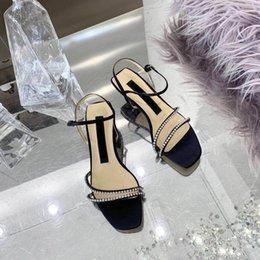 Sapatos quentes Sandálias De Couro Mulher Med Saltos Finos Sandálias De Cristal Bling Sandálias Fivela Cinta Sapatos Rasa Mulher Zapatos De Mujer venda por atacado
