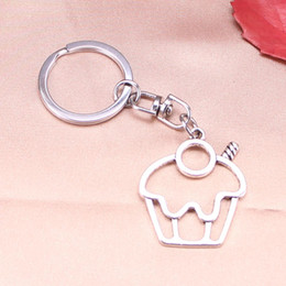 $enCountryForm.capitalKeyWord Australia - New Fashion Keychain 36*31 mm cake cupcake Pendants DIY Men Jewelry Car Key Chain Ring Holder Souvenir For Gift