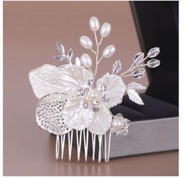 $enCountryForm.capitalKeyWord NZ - New style hair comb, European and American pearl hair comb, hand-woven leaf headdress, bride's wedding headdress wholesale