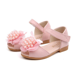 $enCountryForm.capitalKeyWord UK - Little Baby Girl Princess Shoes Summer Toe-Opening Lace Pearl Single Shoes New Fashion Girl Fish-billed Flower Sandals #T
