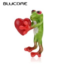 frog brooches NZ - Blucome Enamel Red Heart Frog Brooches For Kids Girls Clothes Accessories Green Animal Brooch Corsage Birthday Gifts Pin Jewelry