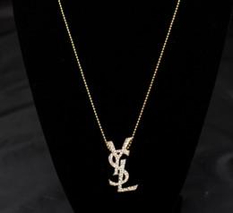Ingrosso Nuovo di alta qualità del progettista in lega multi-strato perla goccia olio lettera collana signore regalo accessori moda1