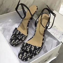Beautiful sandals online shopping - Slippers Sandals Designer Shoes Best Quality Flat sandals Flip Flops Fashion Sneakers sandals Send Beautiful Box by Shoe07 DA02