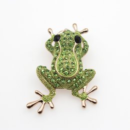 unique clothing designs Australia - Luxury Cartoon Frog Brooch Unique Design Small Animal Cute Pin Badge Clothes Bag Hat Wedding Banquet Decoration Jewelry
