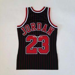 100% cousu Michael # 23 Mitchell Ness Pinstripe 1995-96 Vente en gros Jersey Mens Vest Taille XS-6XL cousu maillots de basketball en Solde