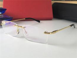 f2a4bd4d3c Nuevo diseñador de lujo Gafas ópticas 8200963 Clásico Cuadrado Sin marco  Óptico Oro brillante Marco de titanio Gafas de calidad superior Vienen con  estuche