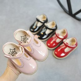 $enCountryForm.capitalKeyWord NZ - New 2019 Kids Children Toddler Little Girls Summer Spring Patent Leather Sandals Princess Shoes For Girls England Dress Shoes