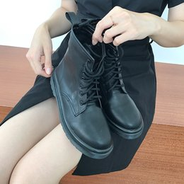 $enCountryForm.capitalKeyWord Australia - Designer Winter Snow Booties Women Martin Designer Shoes Vintage European American Classic Style Genuine Leather Cool Girls Motorcycle Boot