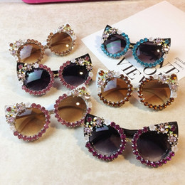 Discount cat eye frames rhinestones Cat Eye Outdoor Retro Rhinestone Flower women Handmade sunglasses Wholesale Fashion Party Big brand Sun Glasses
