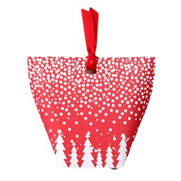 $enCountryForm.capitalKeyWord UK - 1Pcs 12*10cm Christmas Red Paper Bag With white snowflake Festival Party Candy & Muffin & Bakery Packaging Gift Bags