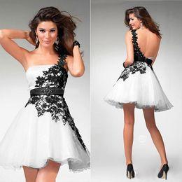 $enCountryForm.capitalKeyWord Australia - 2019 New Black and White Lace Prom Dresses One-Shoulder Sleeveless Lace-Up Backless Short Mini Cocktail Dresses