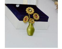 Paintings Vases Australia - Fashion Hot Jewelry Sunflower Green Paint Brooch Antique Vase Retro Brooch Blossom Hand enamel glaze baking process