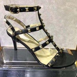 Новое летнее платье, женские босоножки, шпилька из лакированной кожи с пряжкой, элегантный средний каблук, высота 9 см на Распродаже