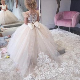 $enCountryForm.capitalKeyWord Australia - Ball Gown Flower Girl Dresses For Christmas Jewel Cap Sleeves Appliques Lace Girls Pageant Dresses Back Covered Button Girls Wedding Dress
