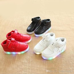 $enCountryForm.capitalKeyWord Australia - NEW Fashion Childrens Luminous Shoes Stars Print Girls Flat Shoes Luminous Non-slip Wear-resistant Childrens Shoes Best quality 898