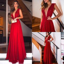 b2e2d7538ed8 Sexy rosso profondo scollo a V in chiffon lunghi abiti da ballo 2018  perline di pietre pavimento formale abiti da cerimonia per eventi BA9933