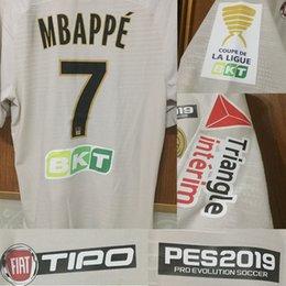 2018 2019 Tipo do jogador de Mbappe CAVANI MBAPPE DIABY e a versão dos fãs com o remendo completo personalizam todo o emblema do remendo do futebol do número de nome