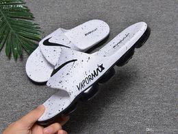 88f7076f 2019 hombres de la marca desgastan las sandalias zapatos de diseño de lujo  deslizan la moda de verano ancho sandalias resbaladizas planas Flip Flop  40-45 ...