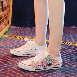 new trend canvas shoe 2019 - Youth trend 2019 autumn new hand-made flower fashion casual canvas shoes white flat with white shoes E146 cheap new tren