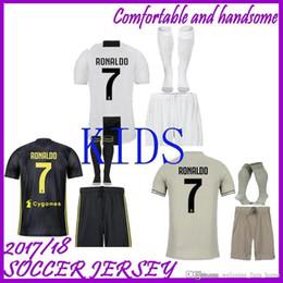 Juventus futebol Jersey crianças Kit 2018 2019 RONALDO DYBALA HIGUAIN DANI ALVES PJANIC Marchisio criança 2018 2019 Camisa de futebol uniformes em Promoção